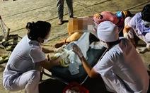 Nhân viên trực chốt COVID-19 kịp đỡ đẻ ngay cổng viện, em bé nặng 3,7kg