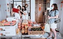 Giãn cách ở Singapore: Mua hàng chung ở chung cư, nhiều bên có lợi