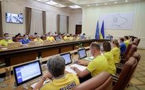 Thủ tướng Ukraine và các bộ trưởng cùng mặc áo đội tuyển đi họp nội các