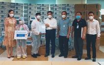 Trao tặng trang thiết bị phòng, chống dịch COVID-19 cho Bệnh viện Đại học Y dược TP.HCM