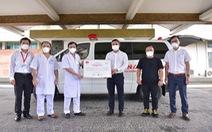 'Sài Gòn thương nhau' trao 1 xe cứu thương cho Bệnh viện Thống Nhất
