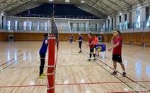 Người hâm mộ Trung Quốc tức giận vì tuyển bóng chuyền phải tập ở sân không có máy lạnh