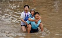 Mưa lũ khiến 56 người chết và thiệt hại 10 tỉ USD, Trung Quốc lại sắp hứng bão