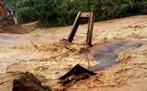 Cầu sắt bị trôi do mưa lũ, 750 người dân ở vùng cao Thanh Hóa bị cô lập