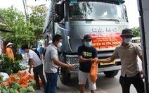 Vị sư người Phú Yên vận động 5 xe chở hàng hóa hỗ trợ người dân Sài Gòn