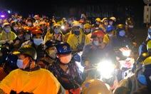 Hàng ngàn người đổ về Tây Nguyên xuyên đêm, kéo dài cả 1km