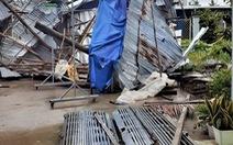 Lốc xoáy nửa đêm làm sập nhà đè 1 người chết