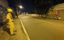 Sau 18h đường phố vắng lặng, CSGT lập chốt 1 tiếng vẫn 'không có một bóng người'