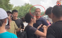 Phóng viên nước ngoài đưa tin về lũ Trung Quốc bị chửi bới, dọa giết