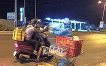 Trong đêm tặng cơm, nước và gởi thông điệp 5K cho người chạy xe máy về quê