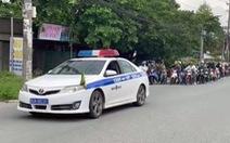Cảnh sát giao thông dẫn đường cho hơn 900 công nhân Đồng Nai về quê