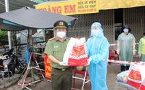 Công an An Giang tiếp nhận 500 triệu đồng để tặng quà các khu vực bị phong tỏa