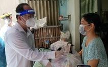 Phó bí thư Thành ủy TP.HCM Nguyễn Hồ Hải thăm người dân khu phong tỏa