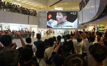La ó khi quốc ca Trung Quốc được phát, một người Hong Kong bị bắt