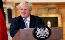 Dù ca bệnh mới vẫn cao, thủ tướng Anh kêu gọi dân 'học cách sống chung' với COVID-19