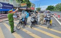 Ở quận 12 xin qua Gò Vấp chăm 'thú cưng', CSGT yêu cầu quay đầu