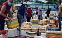 Ngày đầu giãn cách, hàng quê tươi sống, chả bò, rau củ... từ khắp nơi 'tiếp tế' cho Sài Gòn