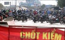 Ùn ứ tại khu khai báo y tế ở cầu Đồng Nai ngày đầu giãn cách