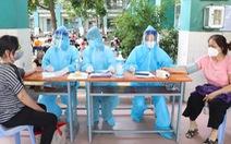 TP.HCM: Bắt đầu tiêm vắc xin cho người nhà thành viên chống dịch