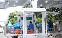 Cần Thơ đưa xe lưu động đến tiêm vắc xin cho người dân hẻm phong tỏa