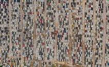 'Nghĩa địa' chi chít xe hơi sau mưa lũ ở Trung Quốc