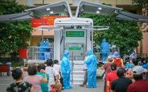 Ngắm 'siêu xe' tiêm vắc xin lưu động ở TP.HCM