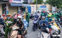Khai báo 'di biến động dân cư' ngày 15-8: Ùn ứ giảm nhưng vẫn đông