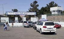 Sân bay Kabul hỗn loạn khi Mỹ di tản dân Mỹ và nhân viên Afghanistan