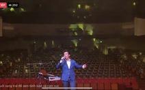 Ca sĩ Quang Hào một mình một sân khấu livestream hát cổ vũ tinh thần chống dịch