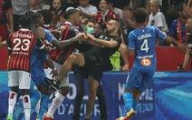 Bộ trưởng thể thao Pháp: 'Cầu thủ đánh trả CĐV tấn công mình là bình thường'