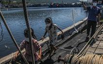 Gia đình 5 người cách ly trên tàu neo giữa cảng hơn 20 ngày