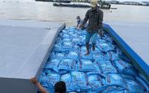 Phí container tăng gần gấp đôi, hàng chục ngàn tấn gạo 'neo' trên sông chờ xuất khẩu