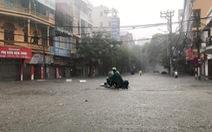Phố phường Hải Phòng 'hóa sông' vì mưa lớn kéo dài