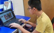Trường học ở TP.HCM làm 'ATM điện thoại - máy tính' giúp học sinh nghèo