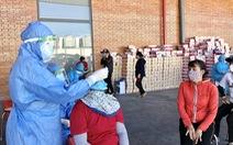 Có chùm bệnh trong Khu công nghiệp VSIP Quảng Ngãi, 1 doanh nghiệp vẫn để công nhân tụ tập