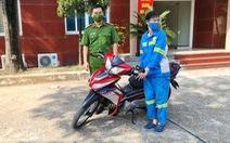 Nữ công nhân môi trường bị trấn lột trong đêm được tặng xe máy mới
