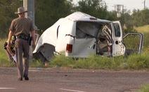 Xe chở khách đâm vào cột điện ở Texas, 10 người chết, 20 người nhập viện