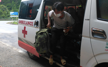 Tính đi bộ từ Quảng Nam về Lai Châu, 4 người được dân Quảng Bình giúp chuyến xe về quê