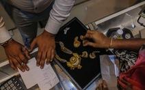 Ngành thương mại vàng của Ấn Độ rối loạn vì phải có dấu HUID