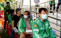 Hàng trăm tài xế GrabBike tại Cần Thơ được tiêm vắc xin phòng COVID-19