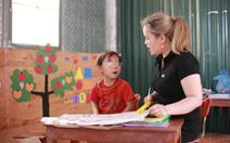 Để thoát nghèo, trẻ em dân tộc thiểu số vượt gần 11km đến trường