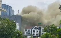 Cháy nhà kho khu cách ly F1 ở khách sạn, khói lửa bao trùm chục mét