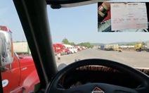 Vì sao tài xế xe chở thanh long đến Móng Cái bị test COVID-19 nhiều lần?