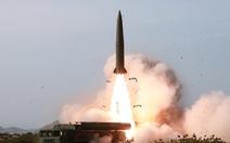 Ông Vương Nghị đang thăm Hàn Quốc, Triều Tiên bất ngờ bắn 2 tên lửa đạn đạo ra biển