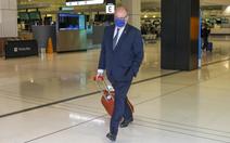 Đại sứ Pháp kéo vali rời Úc, chỉ ước có cỗ máy thời gian