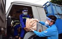 2.000 giỏ quà nghĩa tình trao tay công nhân vệ sinh môi trường