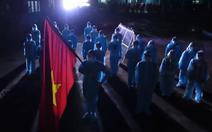 Nghèn nghẹn nghe các bác sĩ hát Quốc ca từ bệnh viện dã chiến