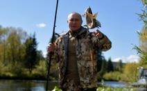 Điện Kremlin công bố hình ảnh Tổng thống Nga đi câu cá, đi bộ ở Siberia