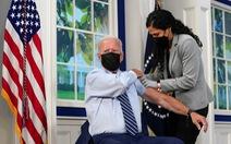 Tổng thống Biden tiêm mũi vắc xin COVID-19 thứ 3