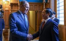 Việt Nam đề nghị Nga tiếp tục hỗ trợ vắc xin, thuốc, và công nghệ sản xuất vắc xin COVID-19